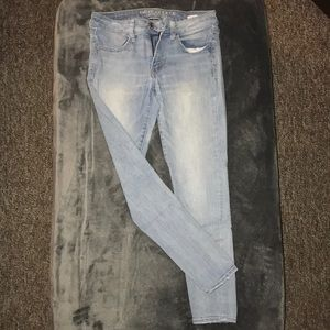 AE Light Wash Skinny Jeans